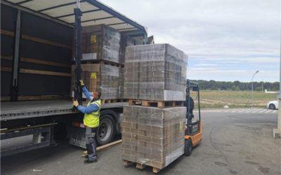 Cajas para 235.000 pantallas de protección llegan hoy hasta Tecmolde donadas por El Grupo Saica.